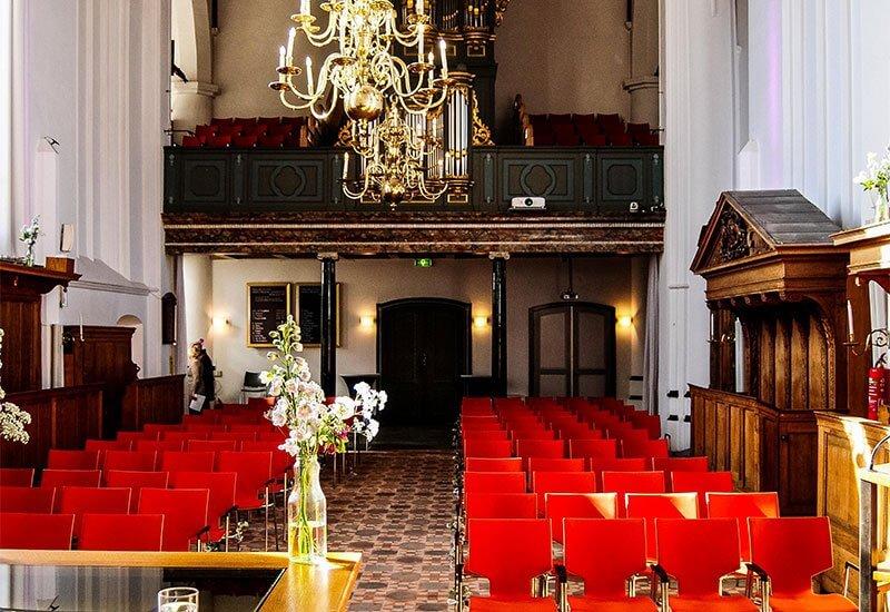 De Ruïnekerk van binnen bekeken